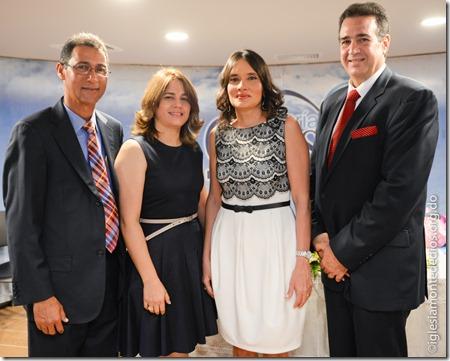 Libbis y Claribel Rapozo junto a Montserrat y Miguel Bogaert